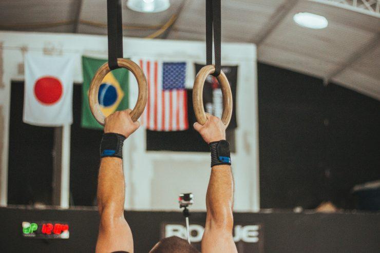 Gymnastikövning, händer på ringar